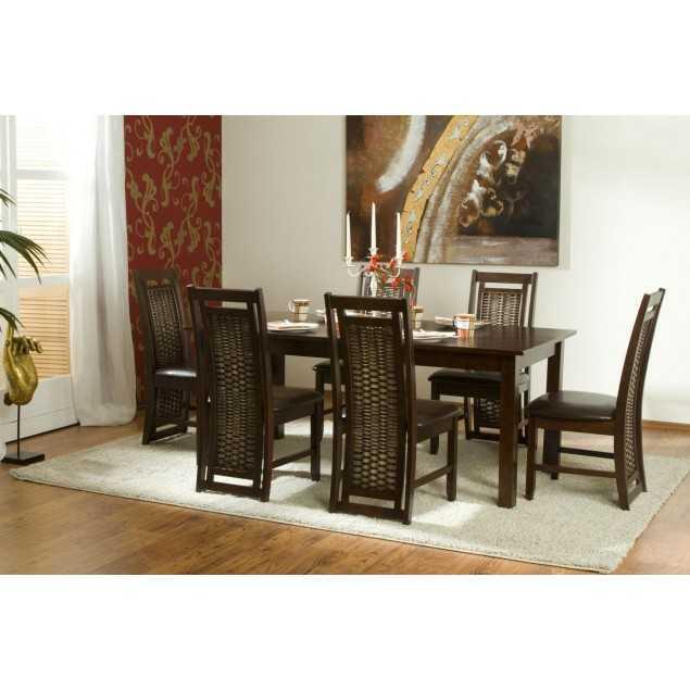 Masivní stůl s ratanovými židlemi Brown