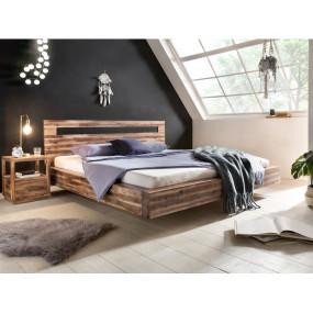 Masivní postel z lakovaného...