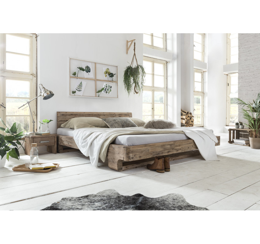 Masivní postel z kartáčované a lakované akácie Chicago 180x200