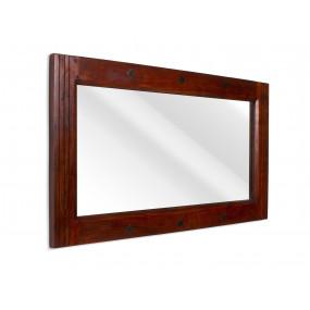 Zrcadlo z tmavého masivu...